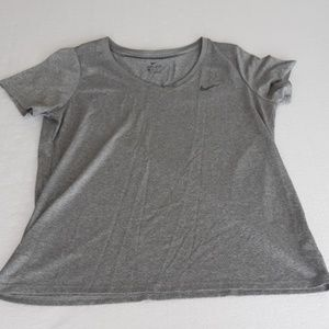 Gray exercise🤸♀️ Tee Nike Size Large never worn
